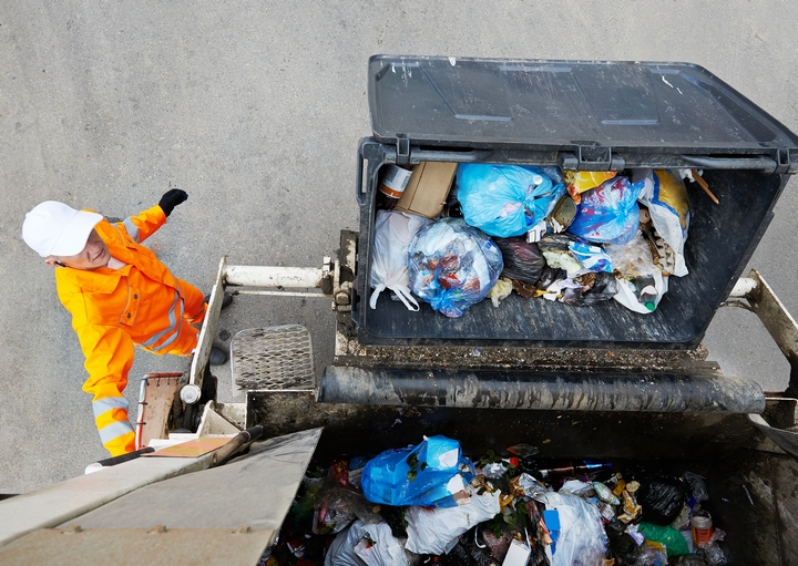 5 Tips to Consider When Choosing Waste Management Services